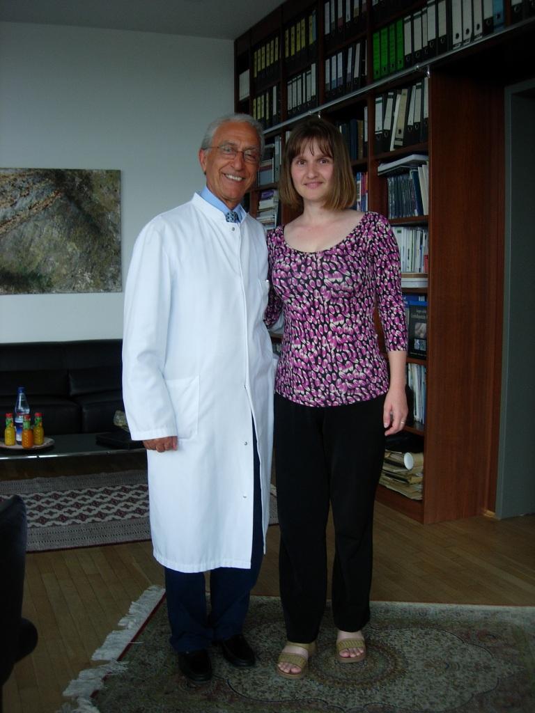 Dana in biroul profesorului Samii la plecarea spre casa